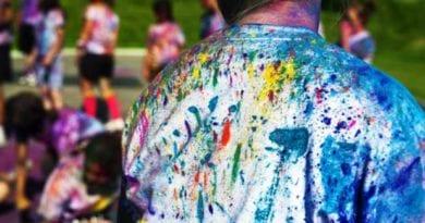 कैसे छुड़ाएं कपड़ों से रंग