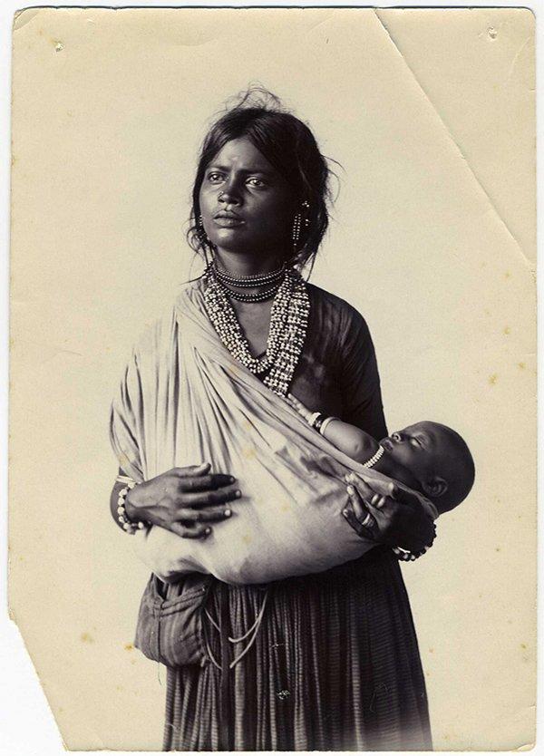 एक भारतीय मां और बच्चा